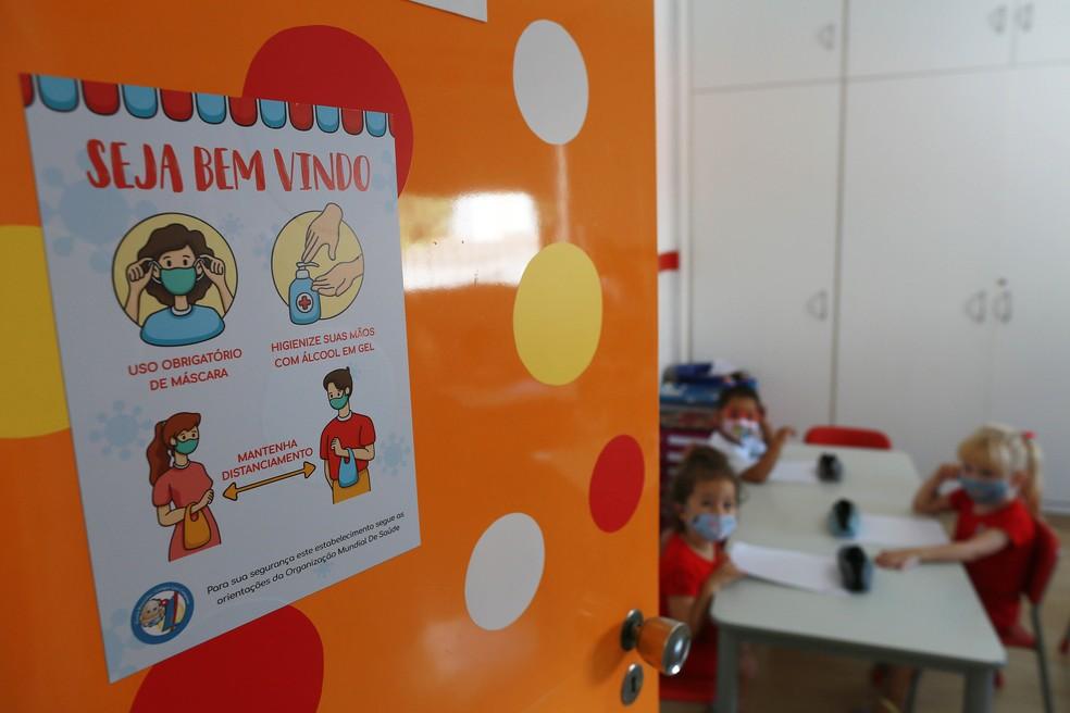 Crianças em sala de aula de escola particular de Campinas, no Interior de São Paulo.  — Foto: LEANDRO FERREIRA/ESTADÃO CONTEÚDO