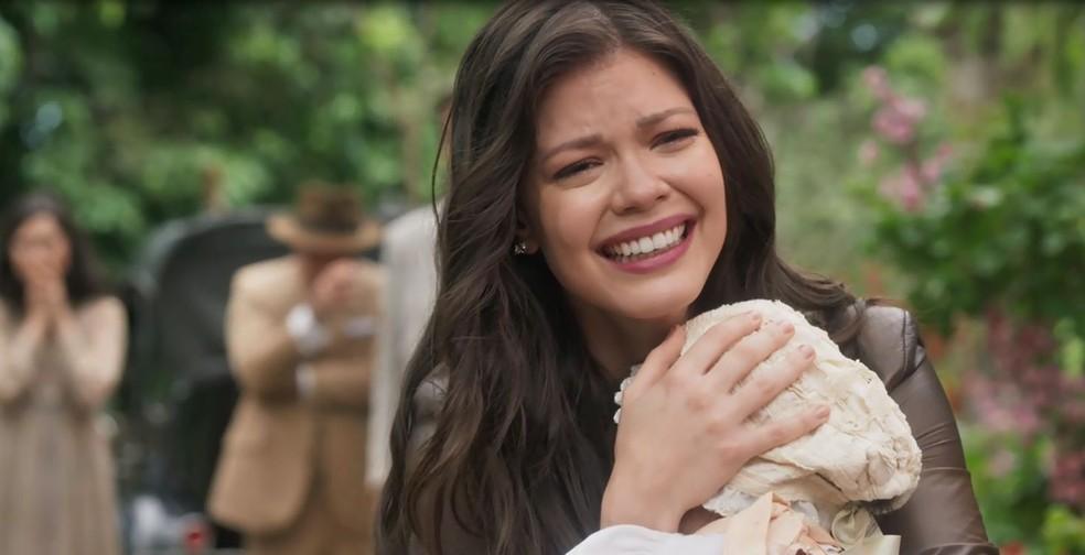 Maria Vitória chora ao reencontrar a filha (Foto: TV Globo)