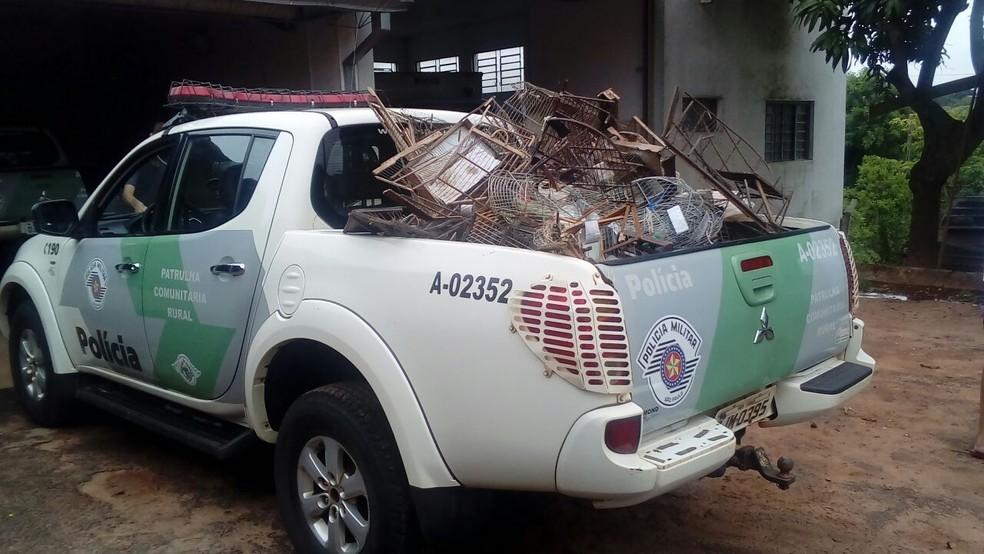 Gaiolas destruídas foram levadas ao lixão de Presidente Prudente (Foto: Cedida/Polícia Militar Ambiental)