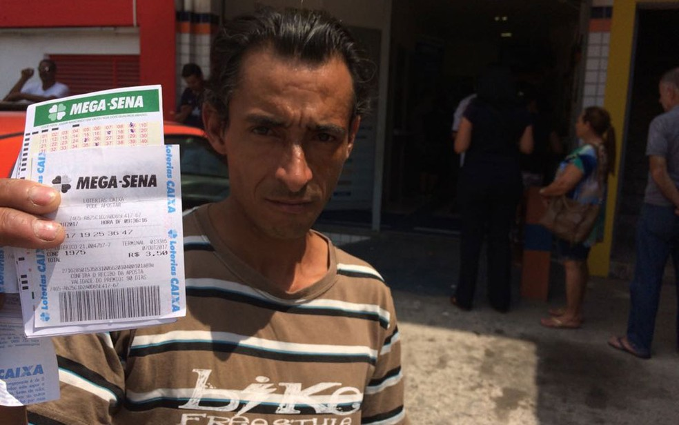 9cb84ebf8 ... Igor de Jesus foi fazer aposta na lotérica de Guarulhos — Foto: Will  Soares/