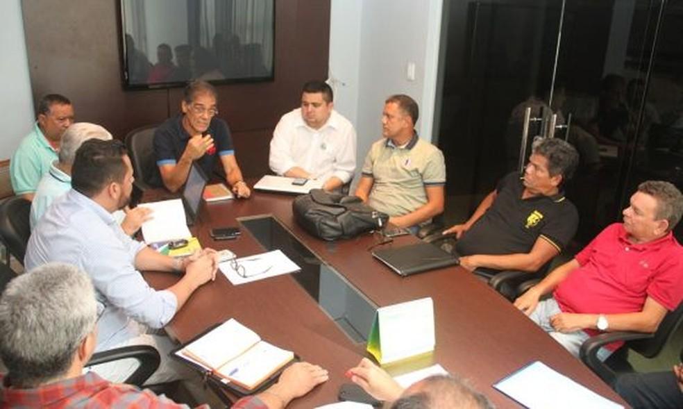 Reunião ocorreu nesta quarta, na sede da FAF (Foto: Antônio Assis)