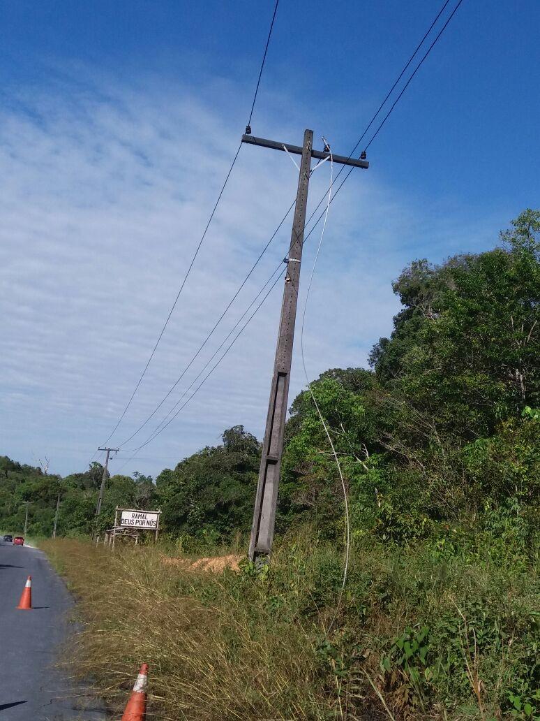 Catador morre eletrocutado ao tocar em fios de alta tensão em rodovia do AM