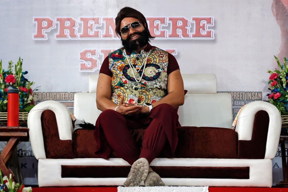Gurmeet Ram Rahim espera avant-première de filme em Nova Delhi, na Índia, em imagem de arquivo de 17 de maio de 2017   (Foto: Tsering Topgyal/AP)