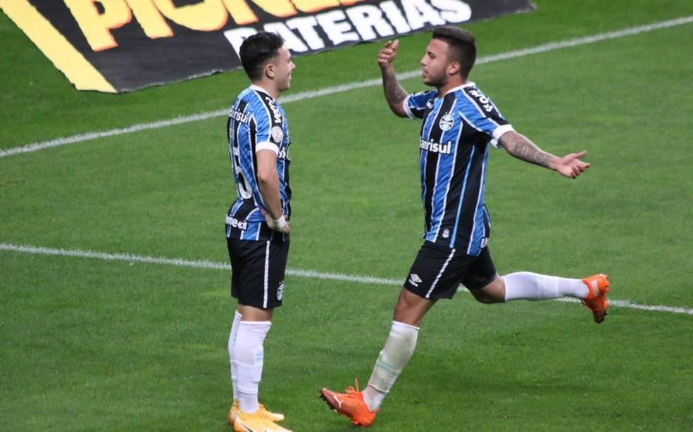 Pepê comemora segundo gol do Grêmio diante do Botafogo — Foto: Eduardo Moura/ge.globo