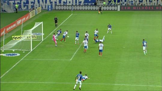 Análise: mesmo com titulares, Cruzeiro cria pouco, mantém jejum e se distancia do G-6