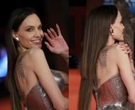 Caiu? Angelina Jolie chama atenção com falha no megahair durante tapete vermelho