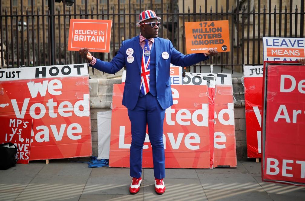 81191f2e8a6 ... Manifestante a favor do Brexit protesta em frente ao Parlamento  britânico — Foto  Alkis Konstantinidis