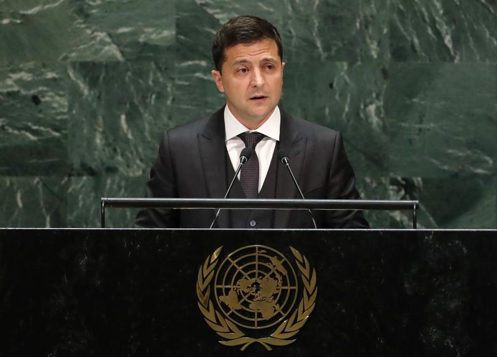 O presidente da Ucrânia, Volodymyr Zelensky, discursa nesta quarta-feira (25) na Assembleia Geral da ONU, em Nova York. — Foto: Lucas Jackson/Reuters