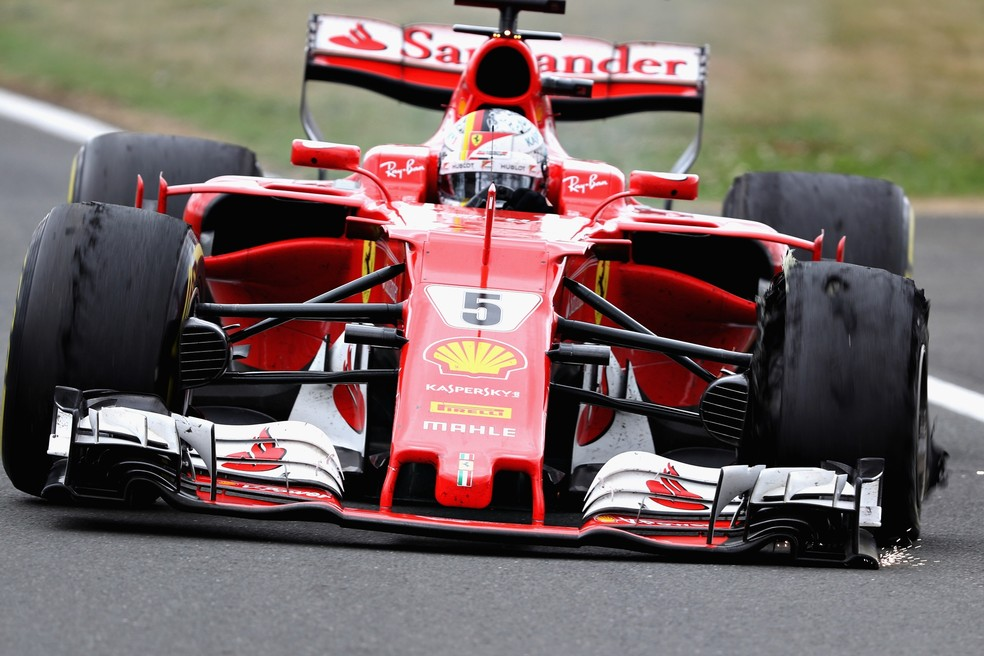 Sebastian Vettel teve corrida prejudicada no GP da Inglaterra de 2017 por conta de pneus estourados (Foto: Getty Images)