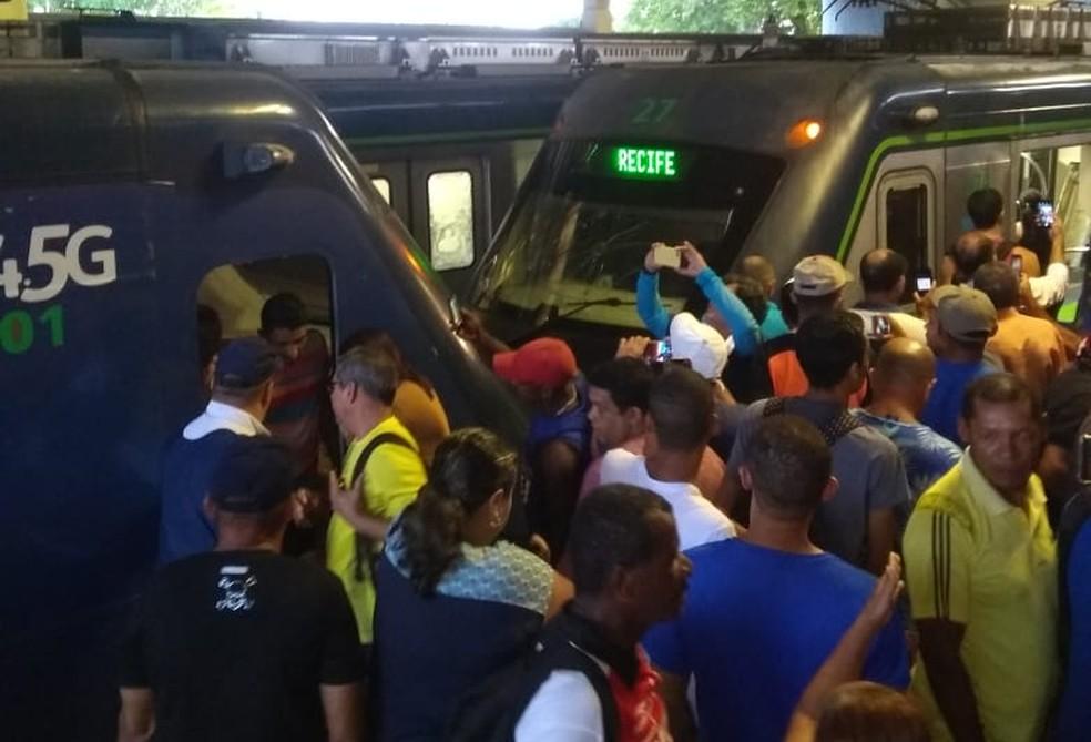 Trens colidiram na Estação Ipiranga, parte da Linha Centro do Metrô do Recife, nesta terça-feira (18) — Foto: Reprodução/WhatsApp