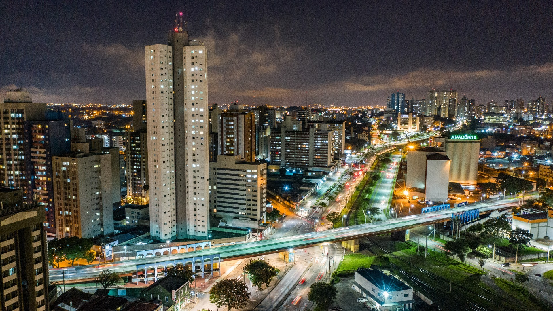 Curitiba permite apresentações teatrais e musicais em espaços abertos, com ocupação máxima de 60% e limite de 5 mil pessoas