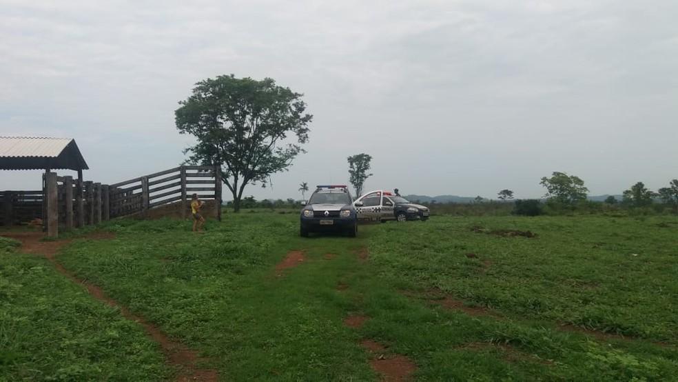 Produtor rural foi assassinado na manhã desta terça-feira (30) em uma fazenda em Vila Rica — Foto: Agência da Notícia