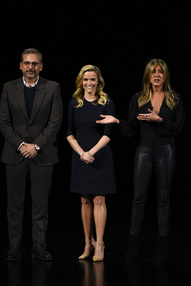 Steve Carrell, Reese Witherspoon e Jennifer Aniston durante lançamento de The Morning Show (Foto: Getty Images)