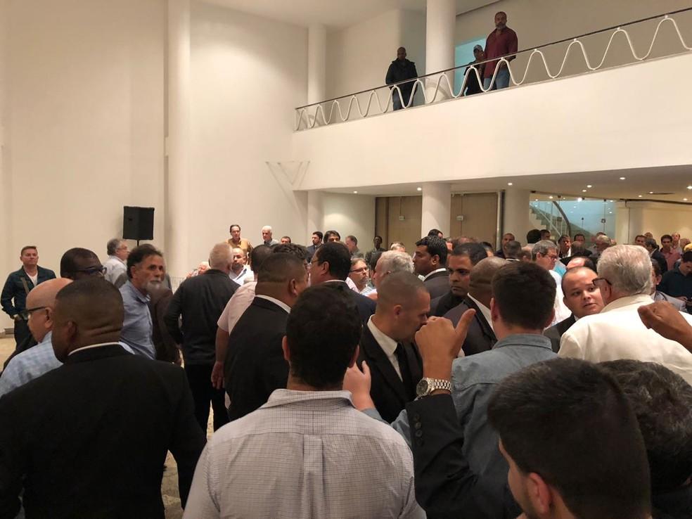 Confusão em reunião do Conselho Deliberativo do Vasco (Foto: Globoesporte.com)