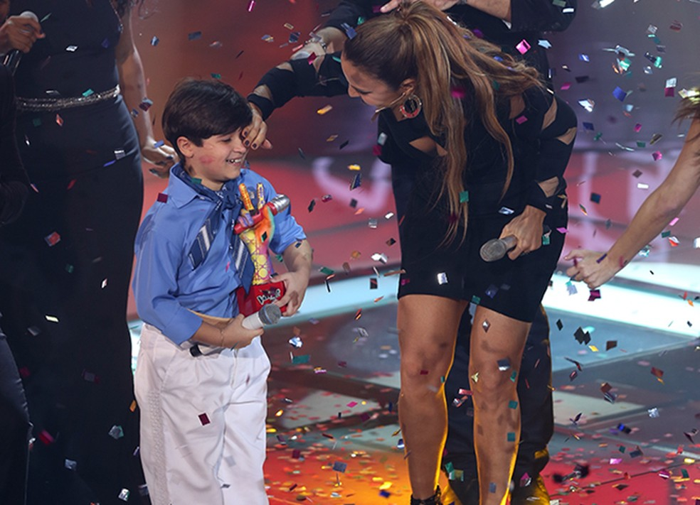 Ivete Sangalo brinca com Thomas na Final do 'The Voice Kids' (Foto: Isabella Pinheiro/Gshow)