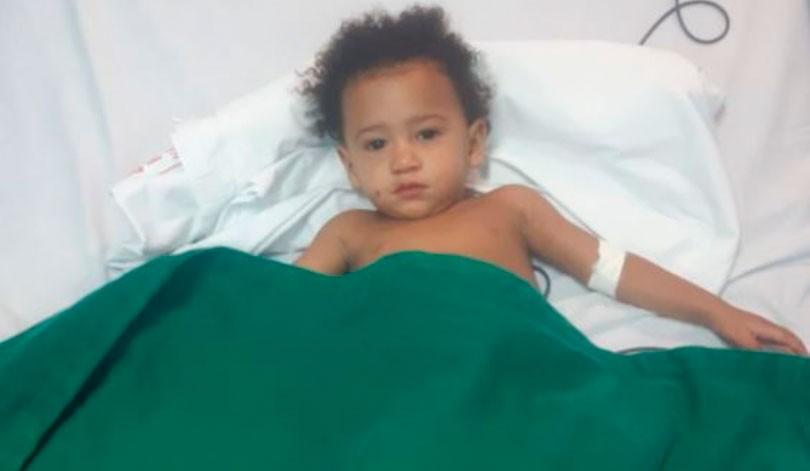 Criança de um ano é salva por policiais após se engasgar em Paço do Lumiar
