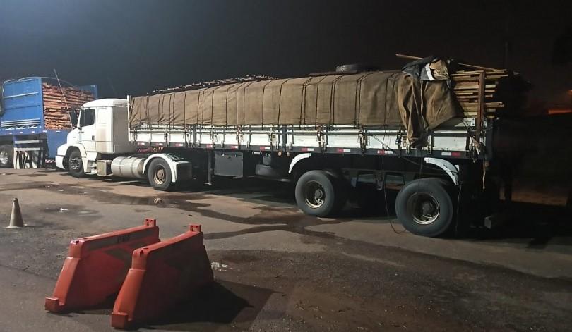 PRF apreende caminhão com carga de madeira irregular no Maranhão