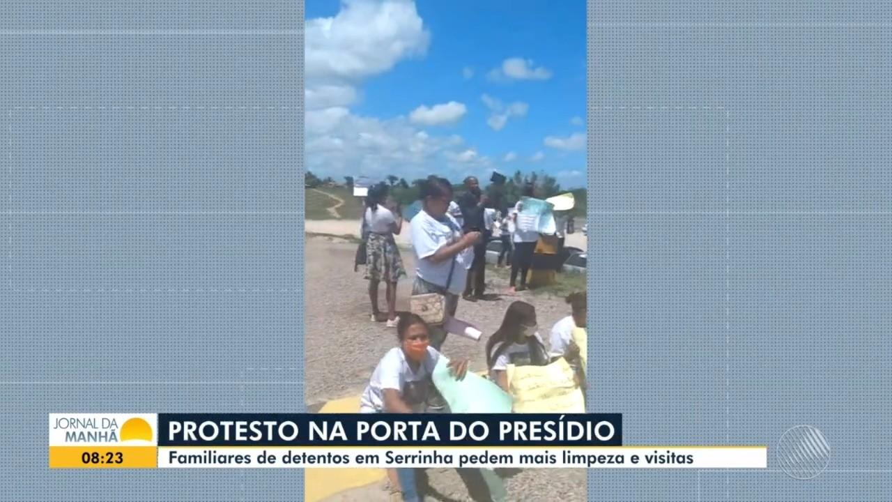 Familiares de detentos protestam por retomada das visitas presenciais e melhorias na higiene no presídio de Serrinha