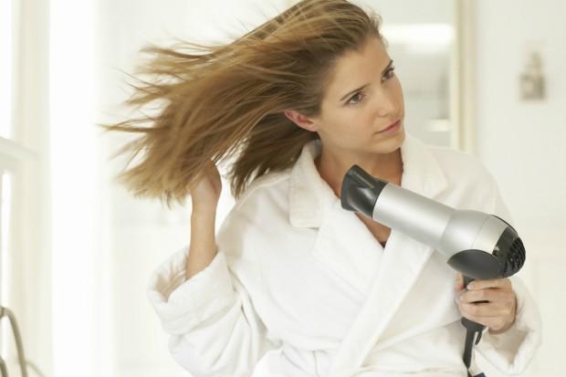 Resultado de imagem para secador de cabelo secando cabelo