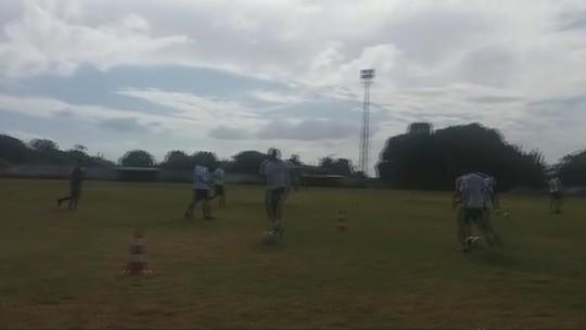 Após lesão no ombro, zagueiro assume comando técnico do Progresso