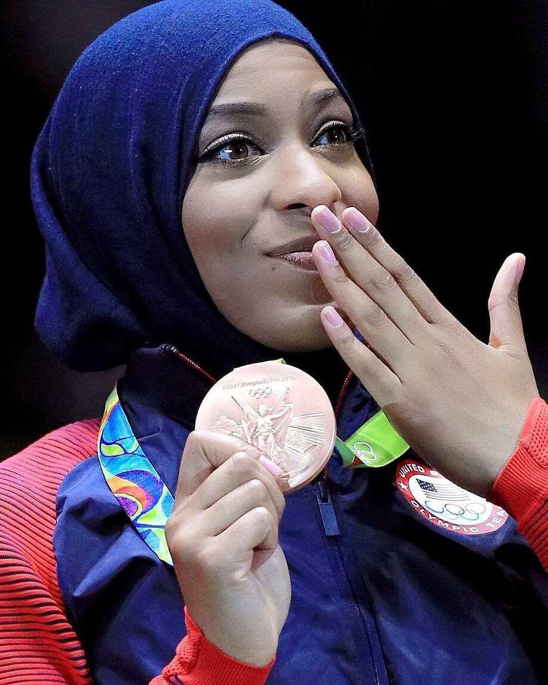A esgrimista Ibtihaj Muhammad ganhou medalhe de bronze nas Olimpíadas Rio 2016 (Foto: Reprodução / Instagram)