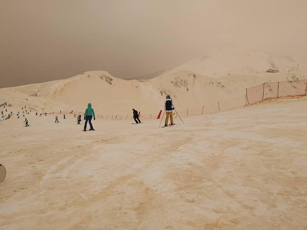 Esquiadores e snowboarders registraram o fenômeno em fotos (Foto: Margarita Alshina)