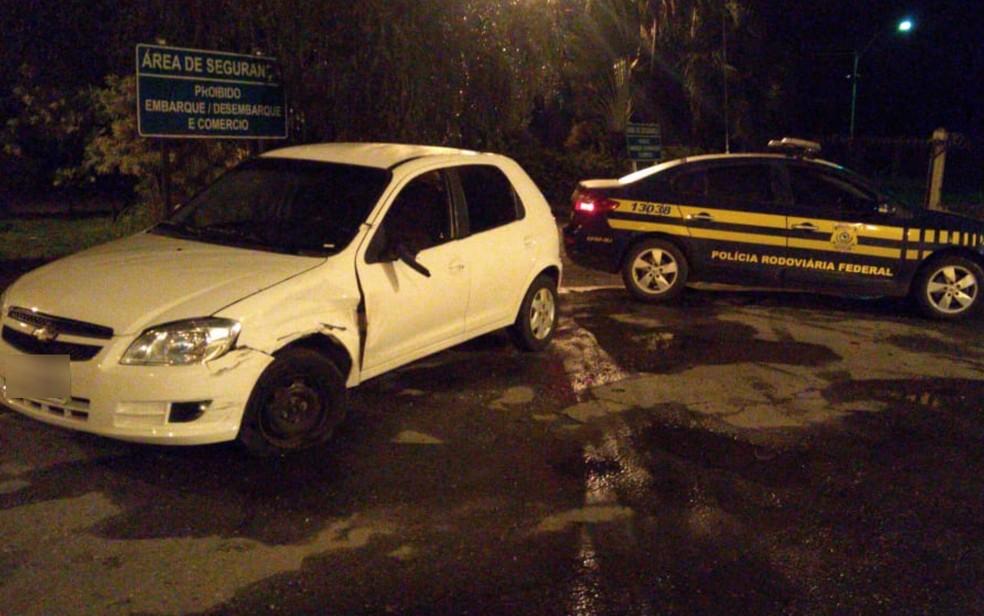 Após colisão, mulher dirigiu por cerca de 6 km também pela contramão — Foto: PRF/Divulgação