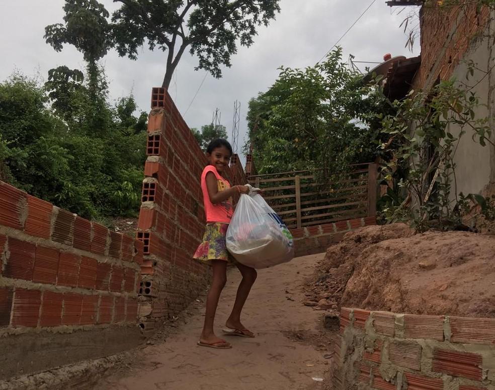 Juliano Meneses fez doações na Vila Santo Antônio no primeiro dia de 2020 — Foto: Arquivo Pessoal