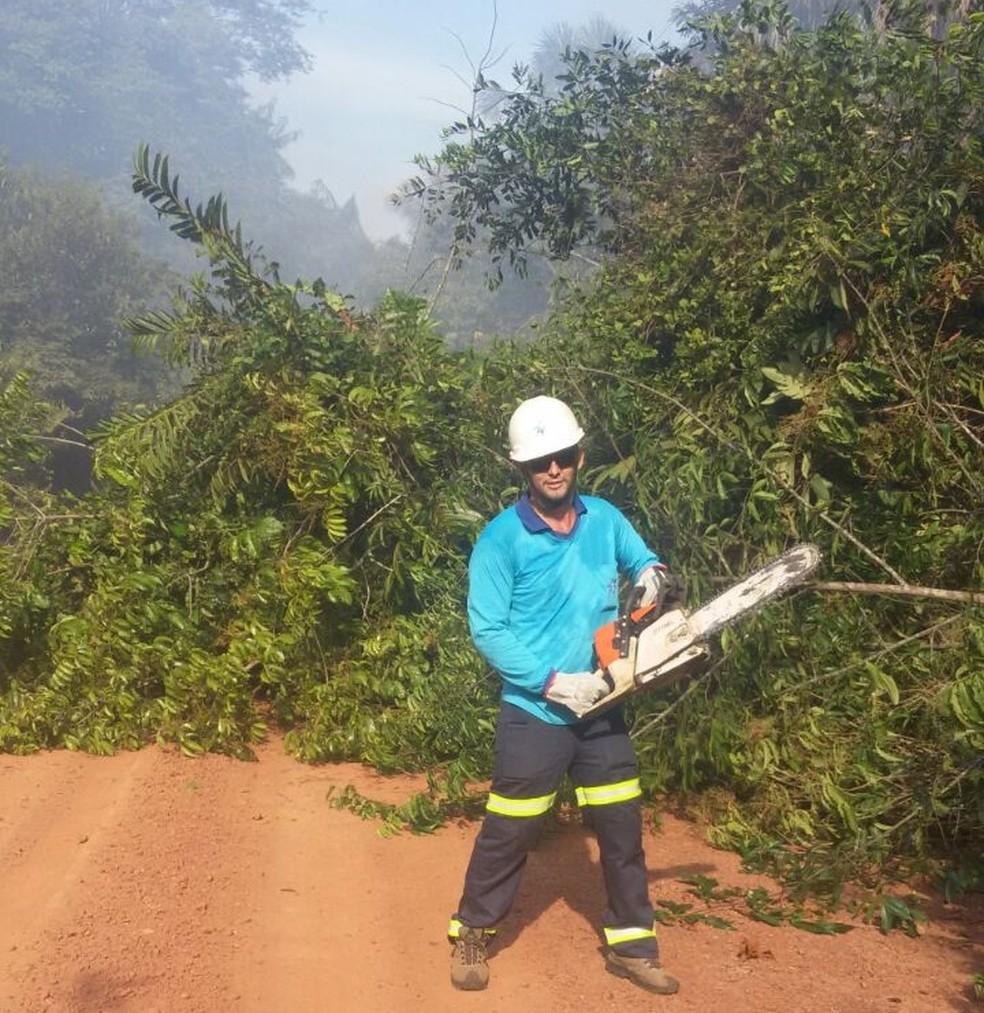 Isaías Paiva Lopes morreu enquanto fazia serviço de repares em fiação de ramal (Foto: CEA)