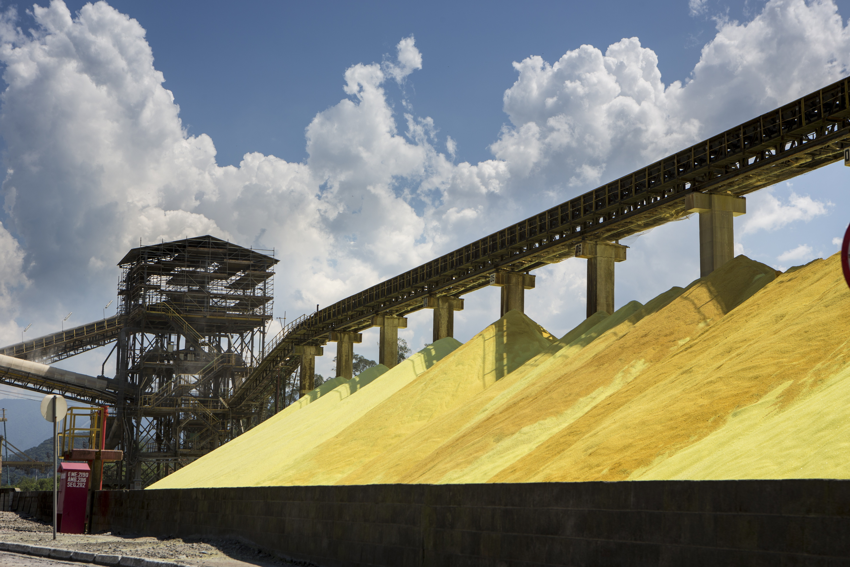 fertilizante - enxofre - Porto de Santos (Foto: Fernando Martinho/Editora Globo)