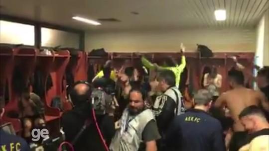 """AEK é campeão grego após 24 anos: """"Fizemos história"""", festeja lateral brasileiro"""