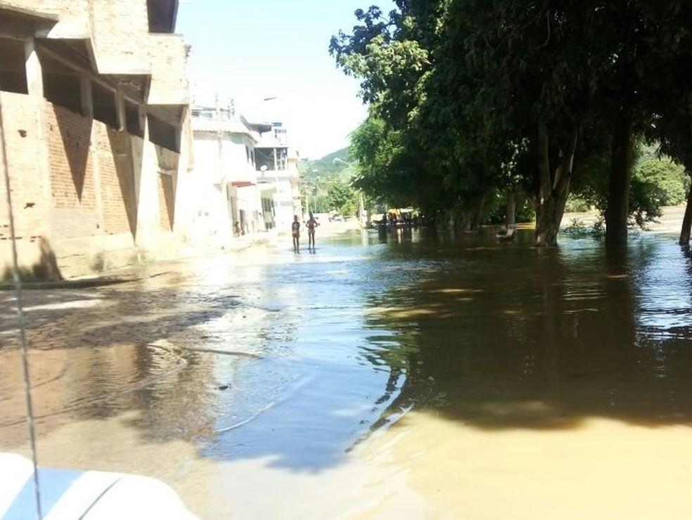 Há previsão de que nas próximas horas o nível do rio aumente ainda mais (Foto: Divulgação/Prefeitura de Santo Antônio de Pádua)