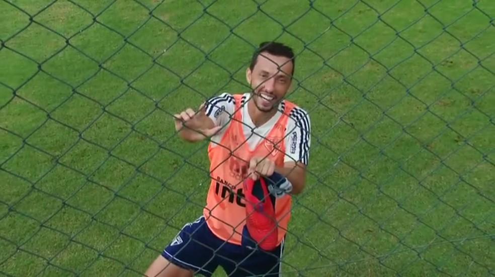Nenê deixa o treino do São Paulo e conversa com o GloboEsporte.com — Foto: Reprodução