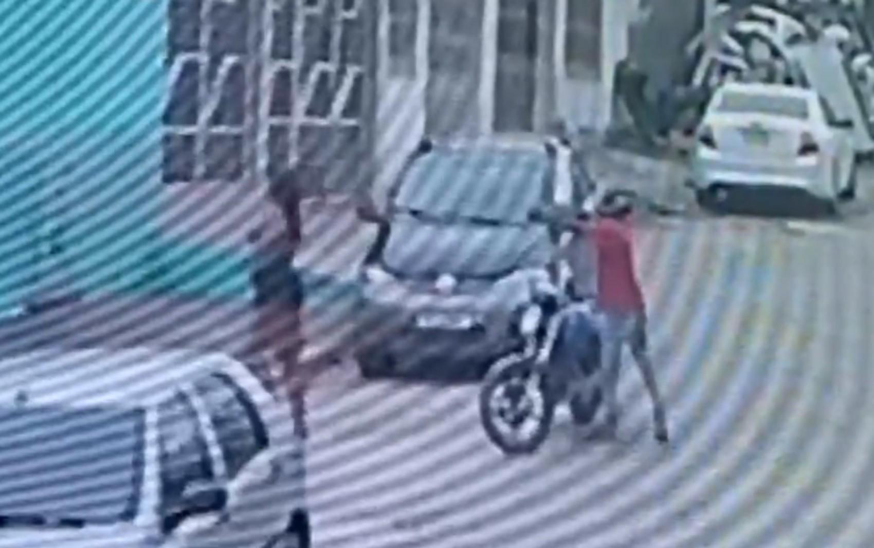 VÍDEO: Câmera de segurança flagra momento em que dançarina é morta a tiros em Feira de Santana