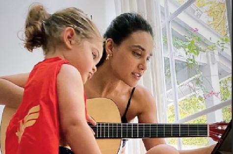 Bella e Débora Nascimento (Foto: Reprodução)