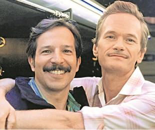 Tatsu Carvalho com o ator americano Neil Patrick Harris   Arquivo pessoal