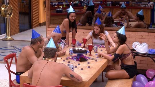 Brothers lembram que Mara e Ana Clara fazem aniversário no mesmo dia e parabenizam eliminada