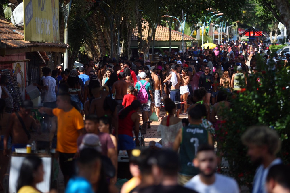 Calçadão da praia do Chapéu Virado ficou lotado em Mosqueiro no terceiro final de semana de julho.  — Foto: Thiago Gomes/ O Liberal