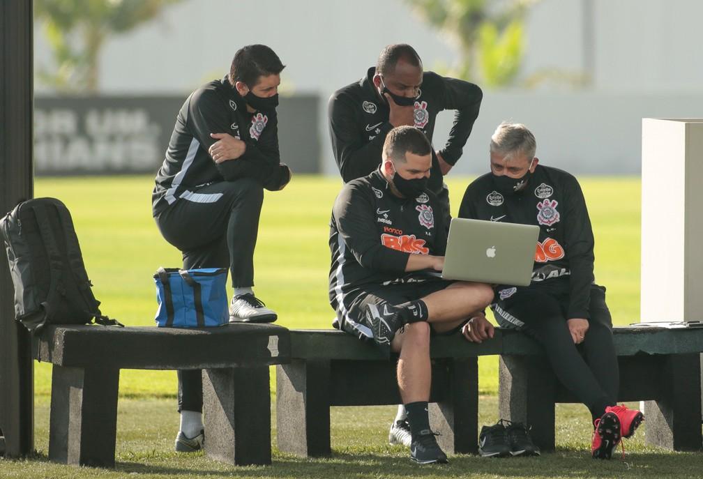Partiu, mercado! Corinthians vê carências no elenco e analisa reforços sem comprometer as finanças