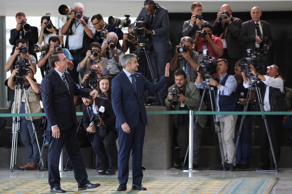 Os presidentes do Brasil, Jair Bolsonaro, e do Paraguai, Mario Abdo Benítez, no Palácio do Planalto — Foto: Marcos Corrêa/Presidência da República