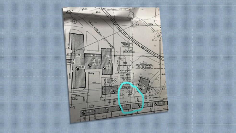 No detalhe, a área ocupada pelos contêineres — Foto: Reprodução/TV Globo