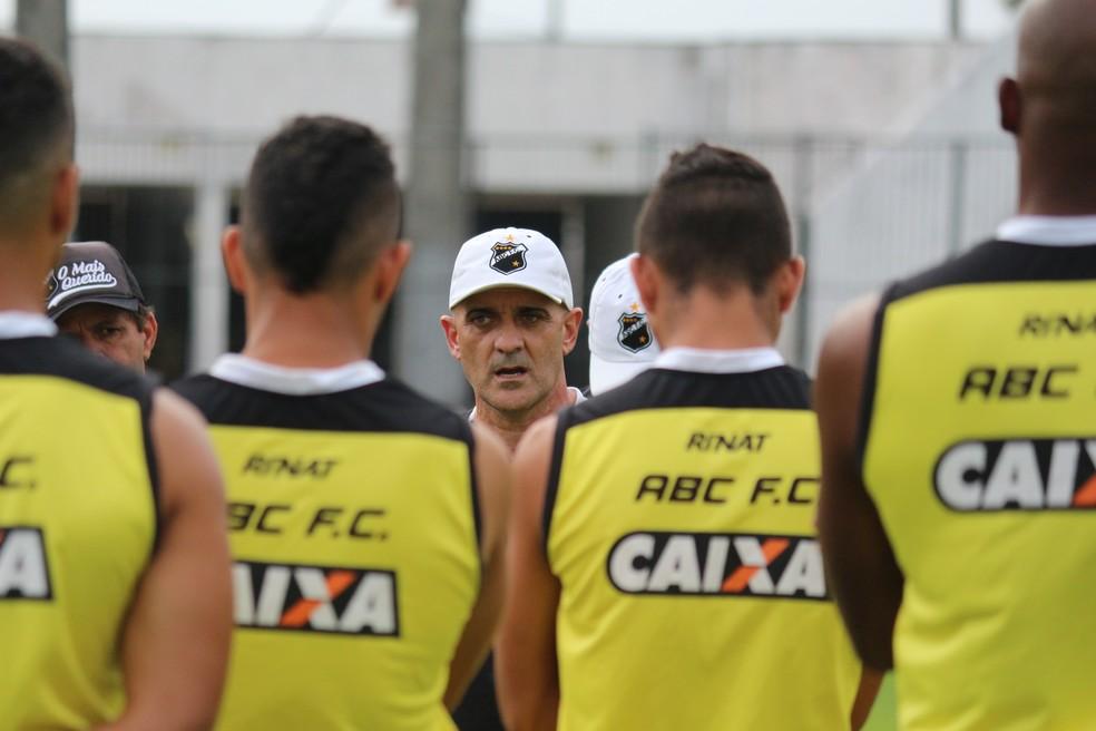 Itamar Schülle vai definir ABC em treino em Belém (Foto: Andrei Torres/ABC)