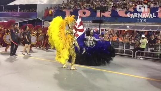 Mestre-sala da Dragões da Real largou o basquete para dançar com a porta-bandeira: 'A gente dança como se fossem jogadas'