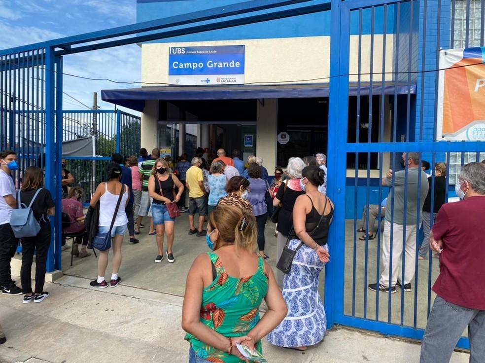 Unidade Básica de Saúde tem fila de espera para vacinação  — Foto: Philipe Guedes/TV Globo