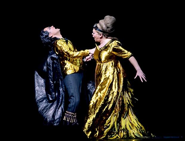 Figurino desenhado por Miuccia Prada para a montagem da ópera Attila, em 2010 (Foto: Getty Images, Divulgação e Reprodução/Instagram)