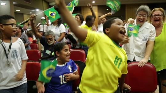 A voz da emoção: Redação acompanha Brasil x Sérvia com deficientes visuais