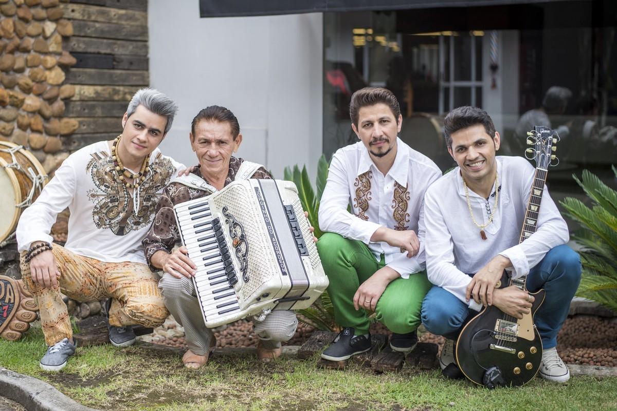 Rastapé, 20 anos: Banda de forró segue na ativa com shows drive-in e pai sanfoneiro na quarentena | Música
