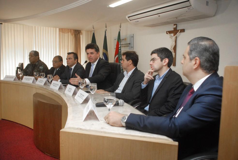 Comissão aguarda policiais definirem novo interlocutor para retornar à mesa de negociação — Foto: MPCE/Divulgação
