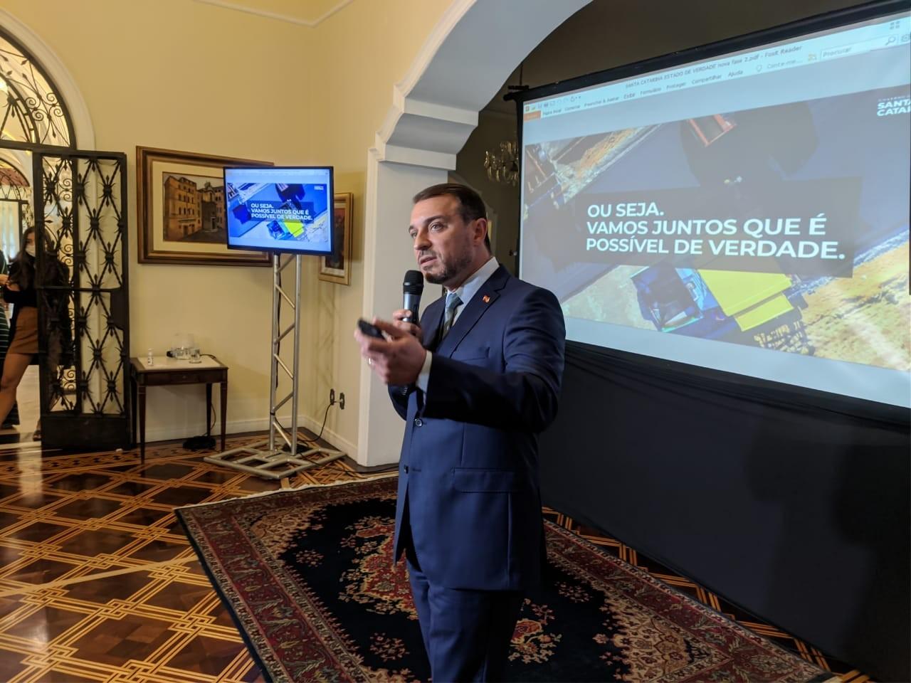 Após ser absolvido no 1º processo de  impeachment em SC, Carlos Moisés anuncia novos secretários