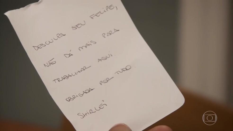 Shirlei (Sabrina Petraglia) deixa bilhete para Felipe (Marcos Pitombo) pedindo demissão - 'Haja Coração' — Foto: Globo